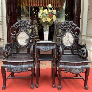 2 ghế đơn kẹp đôn mặt đá tự nhiên và tựa ghế là cũng là đá tự nhiên
