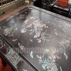 Mặt bàn khảm ốc rất tinh tế và tuyệt đẹp của bộ trường kỷ 10 món cực đẹp tại Mai Toàn