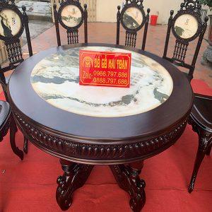 Mặt bàn làm bằng đá tự nhiên cực đẹp và nhiều vân bóng mịn