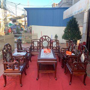 Bộ bàn ghế móc mỏ gỗ cẩm lai này phải nói là rất quý hiếm và giá trị