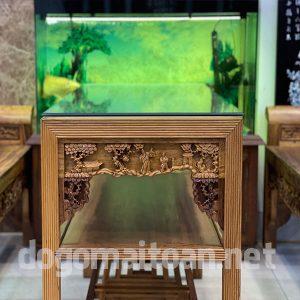 Chiếc bàn đục chạm 4 mặt kết hợp với không gian nhà cực đẹp