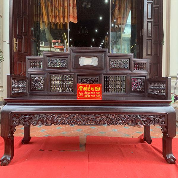 Ghế dài được chạm khắc sang trọng và đẹp mắt
