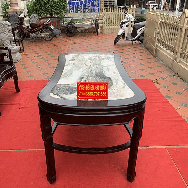 Mọi chi tiết của chiếc bàn đều được vanh cong cực điệu