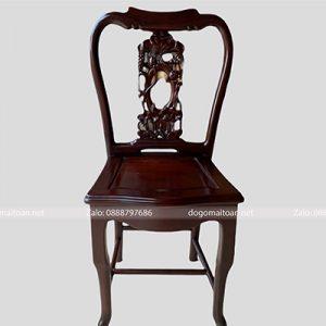Chiếc ghế ăn nhỏ nhắn và sang trọng
